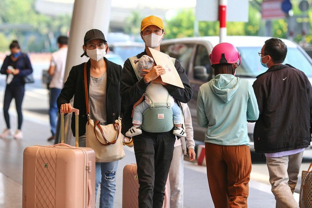 Cận cảnh sân bay Tân Sơn Nhất ngày 20 tháng Chạp - Ảnh 11.