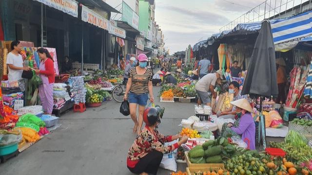 Nhộn nhịp chợ quê ngày giáp Tết  - Ảnh 2.
