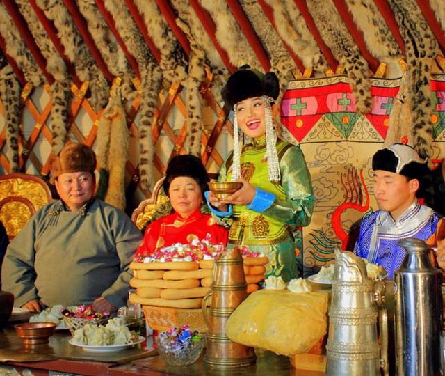 Không phải an khang thịnh vượng hay vạn sự như ý, đây mới là câu người Mông Cổ chúc nhau mỗi dịp Tết đến - Ảnh 1.