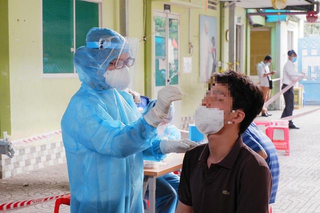 BS Trương Hữu Khanh lật tẩy 2 sai lầm ngày Tết khiến virus SARS-CoV-2 lây lan nhanh chóng - Ảnh 1.