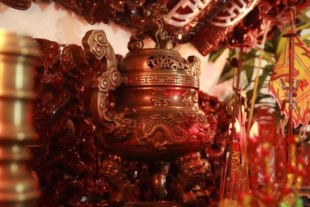 Choáng với ngôi nhà dùng toàn gỗ hương quý hiếm, riêng bộ bàn ghế gỗ Rồng Khay Tứ Linh tốn 800 triệu - Ảnh 13.