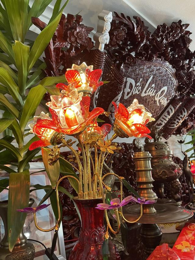 Choáng với ngôi nhà dùng toàn gỗ hương quý hiếm, riêng bộ bàn ghế gỗ Rồng Khay Tứ Linh tốn 800 triệu - Ảnh 16.