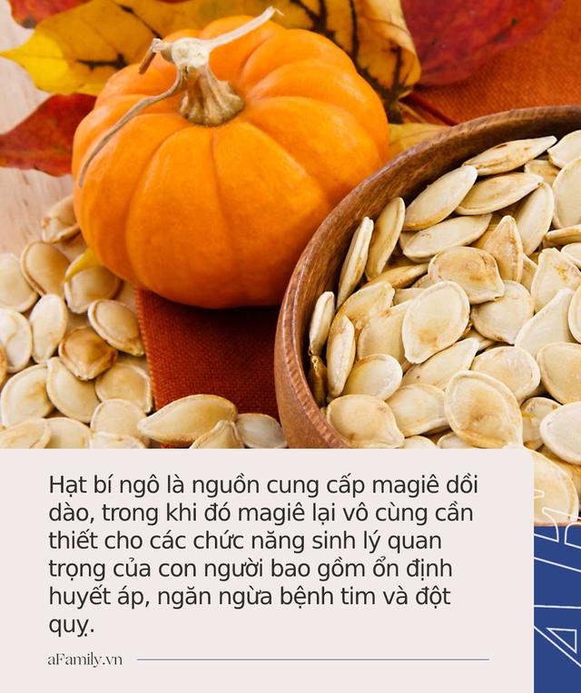 Ăn hạt bí ngô ngày Tết bồi bổ nội tạng, giúp giảm cân nhưng cần lưu ý 4 việc kẻo hại cơ thể - Ảnh 2.