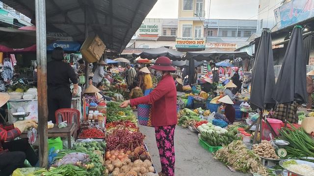 Nhộn nhịp chợ quê ngày giáp Tết  - Ảnh 3.