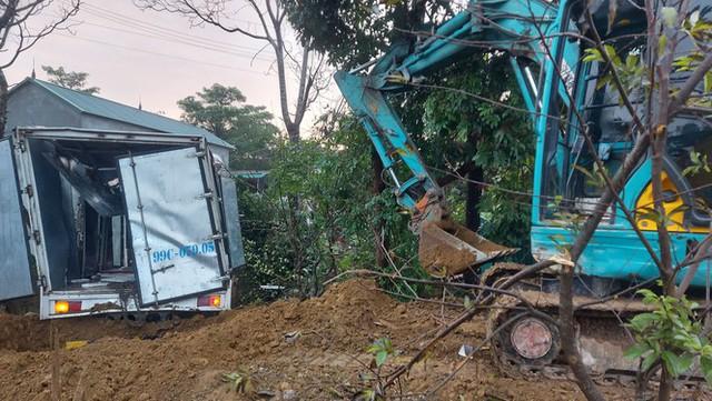 Xe tải tông cột điện bay 200 mét, tài xế thoát chết trong gang tấc - Ảnh 5.