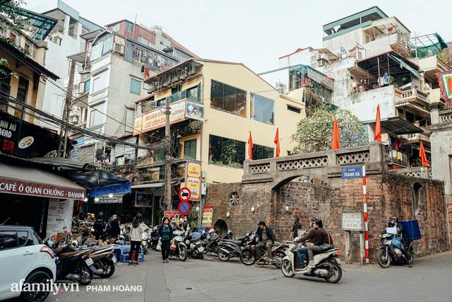 Ngày cuối năm bình yên trong ngõ chợ Thanh Hà - ngôi chợ lâu đời nhất phố cổ được giới nhà giàu chuộng mua vì toàn đồ chất lượng tươi ngon - Ảnh 1.