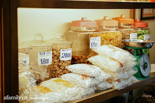 Chuyện về gia tộc kín tiếng chủ tiệm ô mai cổ truyền phố Hàng Da, với 3 thế hệ truyền thừa và lời đồn về món ô mai đặc biệt chỉ được bán đúng 7 ngày giáp Tết - Ảnh 11.