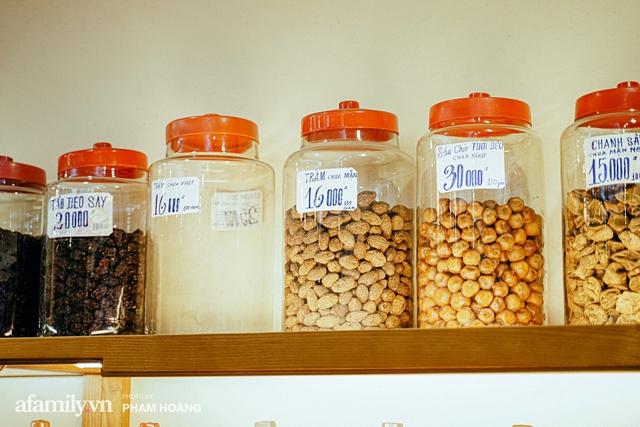 Chuyện về gia tộc kín tiếng chủ tiệm ô mai cổ truyền phố Hàng Da, với 3 thế hệ truyền thừa và lời đồn về món ô mai đặc biệt chỉ được bán đúng 7 ngày giáp Tết - Ảnh 12.
