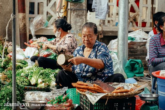 Ngày cuối năm bình yên trong ngõ chợ Thanh Hà - ngôi chợ lâu đời nhất phố cổ được giới nhà giàu chuộng mua vì toàn đồ chất lượng tươi ngon - Ảnh 15.