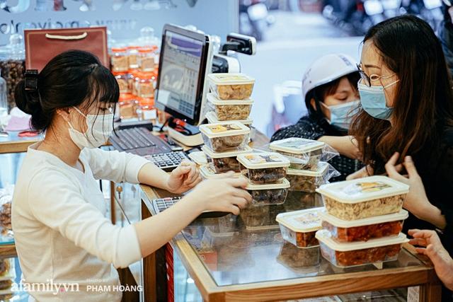 Chuyện về gia tộc kín tiếng chủ tiệm ô mai cổ truyền phố Hàng Da, với 3 thế hệ truyền thừa và lời đồn về món ô mai đặc biệt chỉ được bán đúng 7 ngày giáp Tết - Ảnh 15.