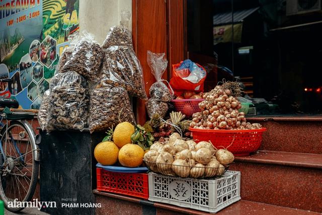 Ngày cuối năm bình yên trong ngõ chợ Thanh Hà - ngôi chợ lâu đời nhất phố cổ được giới nhà giàu chuộng mua vì toàn đồ chất lượng tươi ngon - Ảnh 18.