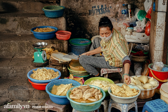 Ngày cuối năm bình yên trong ngõ chợ Thanh Hà - ngôi chợ lâu đời nhất phố cổ được giới nhà giàu chuộng mua vì toàn đồ chất lượng tươi ngon - Ảnh 19.