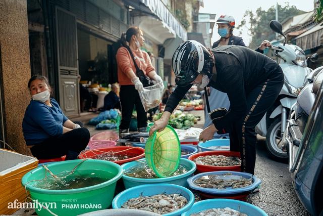Ngày cuối năm bình yên trong ngõ chợ Thanh Hà - ngôi chợ lâu đời nhất phố cổ được giới nhà giàu chuộng mua vì toàn đồ chất lượng tươi ngon - Ảnh 20.