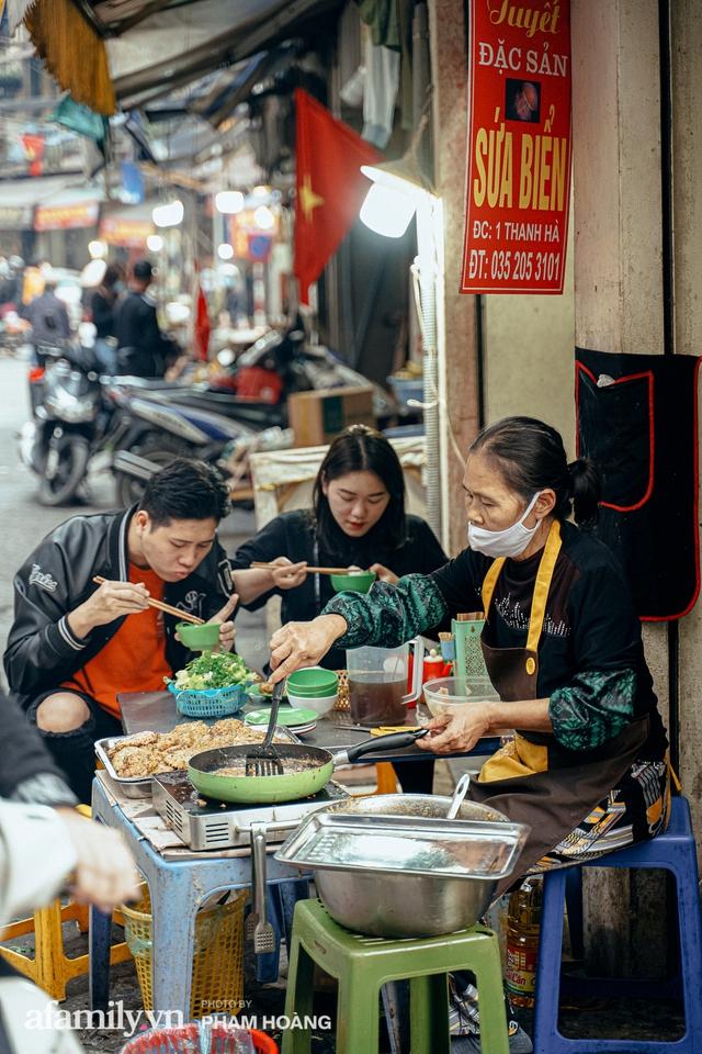 Ngày cuối năm bình yên trong ngõ chợ Thanh Hà - ngôi chợ lâu đời nhất phố cổ được giới nhà giàu chuộng mua vì toàn đồ chất lượng tươi ngon - Ảnh 3.