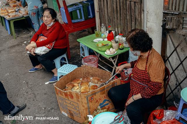 Ngày cuối năm bình yên trong ngõ chợ Thanh Hà - ngôi chợ lâu đời nhất phố cổ được giới nhà giàu chuộng mua vì toàn đồ chất lượng tươi ngon - Ảnh 21.