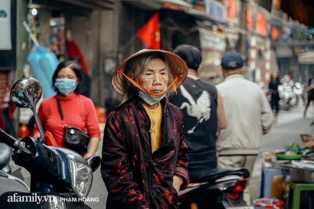 Ngày cuối năm bình yên trong ngõ chợ Thanh Hà - ngôi chợ lâu đời nhất phố cổ được giới nhà giàu chuộng mua vì toàn đồ chất lượng tươi ngon - Ảnh 22.