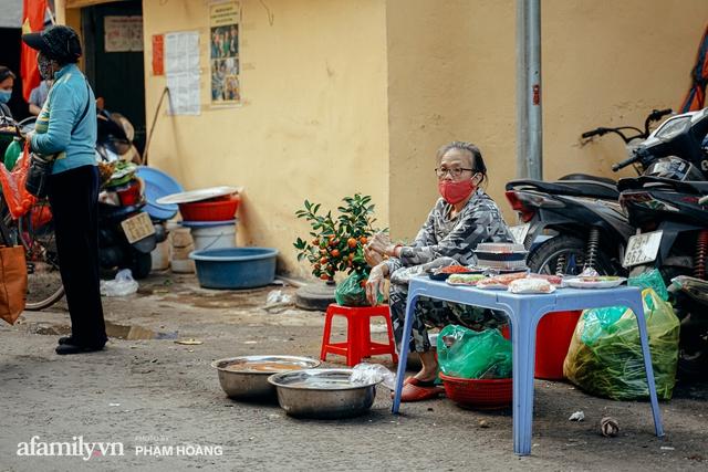 Ngày cuối năm bình yên trong ngõ chợ Thanh Hà - ngôi chợ lâu đời nhất phố cổ được giới nhà giàu chuộng mua vì toàn đồ chất lượng tươi ngon - Ảnh 23.