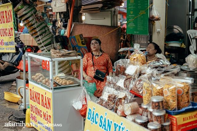 Ngày cuối năm bình yên trong ngõ chợ Thanh Hà - ngôi chợ lâu đời nhất phố cổ được giới nhà giàu chuộng mua vì toàn đồ chất lượng tươi ngon - Ảnh 24.