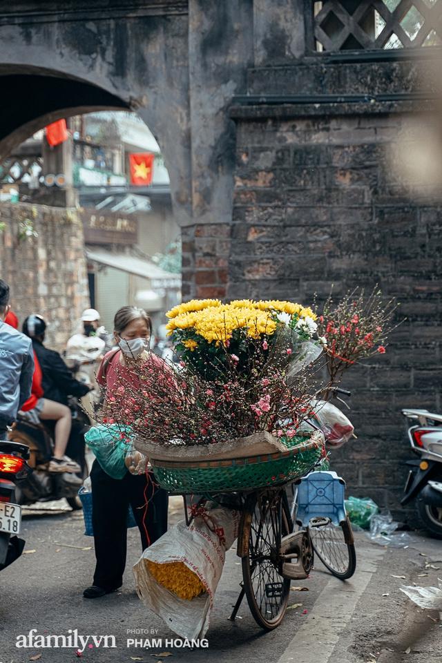 Ngày cuối năm bình yên trong ngõ chợ Thanh Hà - ngôi chợ lâu đời nhất phố cổ được giới nhà giàu chuộng mua vì toàn đồ chất lượng tươi ngon - Ảnh 32.