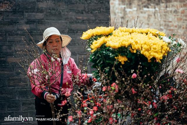 Ngày cuối năm bình yên trong ngõ chợ Thanh Hà - ngôi chợ lâu đời nhất phố cổ được giới nhà giàu chuộng mua vì toàn đồ chất lượng tươi ngon - Ảnh 33.