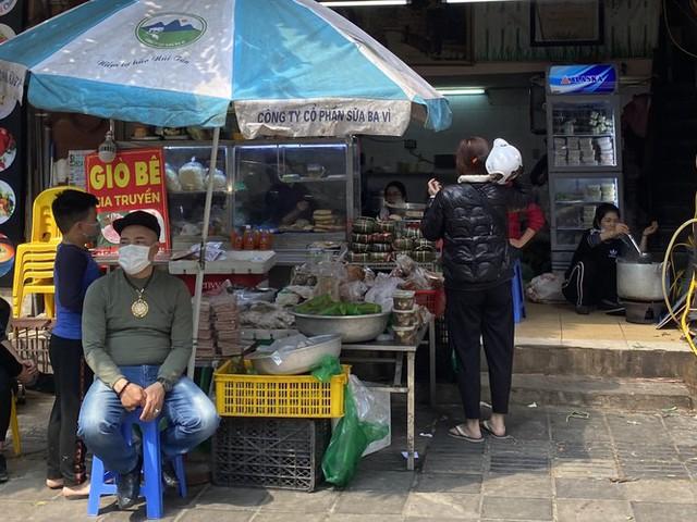Phiên chợ cuối năm: Bánh chưng ế ẩm, khách sắm Tết giá nào cũng mua - Ảnh 6.