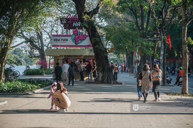 Chùm ảnh: Hà Nội đẹp nao lòng trong nắng ngày 30 Tết - Ảnh 6.