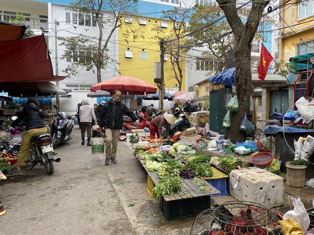 Phiên chợ cuối năm: Bánh chưng ế ẩm, khách sắm Tết giá nào cũng mua - Ảnh 8.
