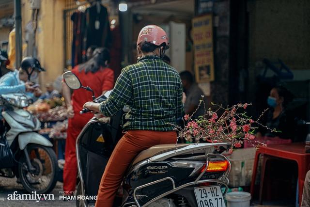 Ngày cuối năm bình yên trong ngõ chợ Thanh Hà - ngôi chợ lâu đời nhất phố cổ được giới nhà giàu chuộng mua vì toàn đồ chất lượng tươi ngon - Ảnh 9.