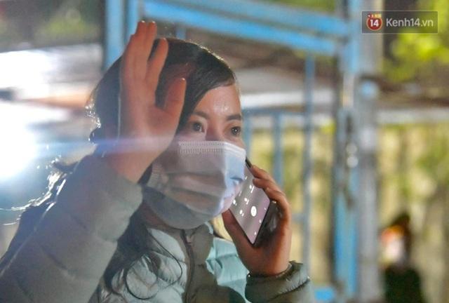 Ảnh: 15 học sinh trường Tiểu học Xuân Phương nhảy cẫng vui mừng vì được rời khu cách ly, về nhà đón Tết với gia đình - Ảnh 10.