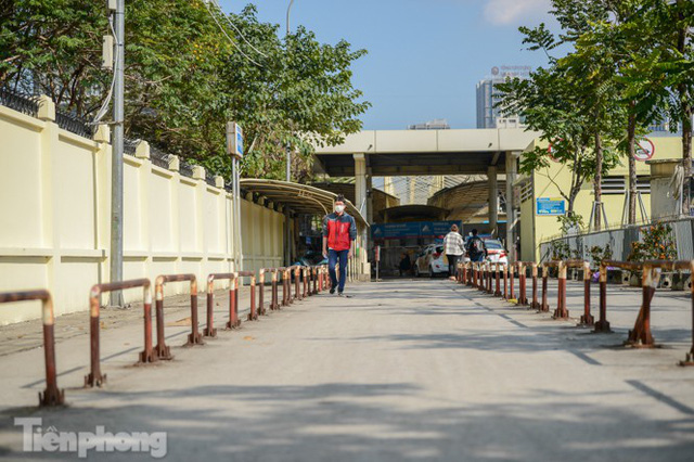Bến xe Hà Nội khác lạ chiều 30 Tết - Ảnh 10.
