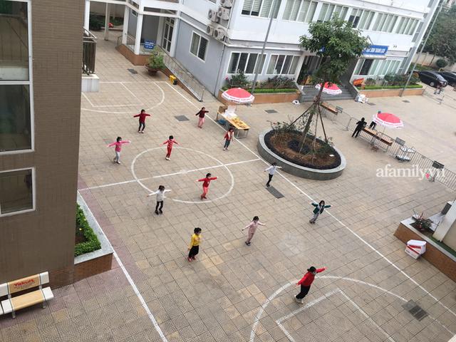 Không khí đón giao thừa tại trường tiểu học Xuân Phương, cái Tết đáng nhớ của thầy trò và phụ huynh trong khu cách ly  - Ảnh 1.