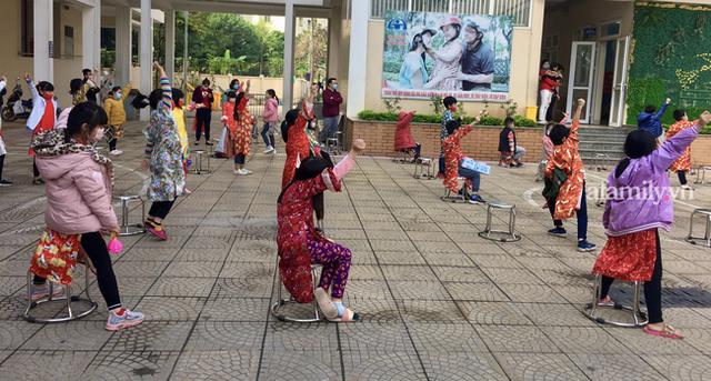 Không khí đón giao thừa tại trường tiểu học Xuân Phương, cái Tết đáng nhớ của thầy trò và phụ huynh trong khu cách ly  - Ảnh 3.