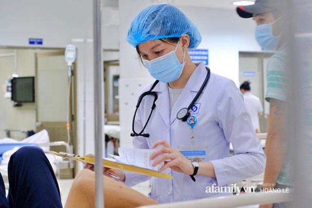 Nữ bác sĩ 4 mùa trực cấp cứu Tết và những câu chuyện đủ dư vị cảm xúc nghẹn ngào, sợ hãi lẫn đắng cay... - Ảnh 10.