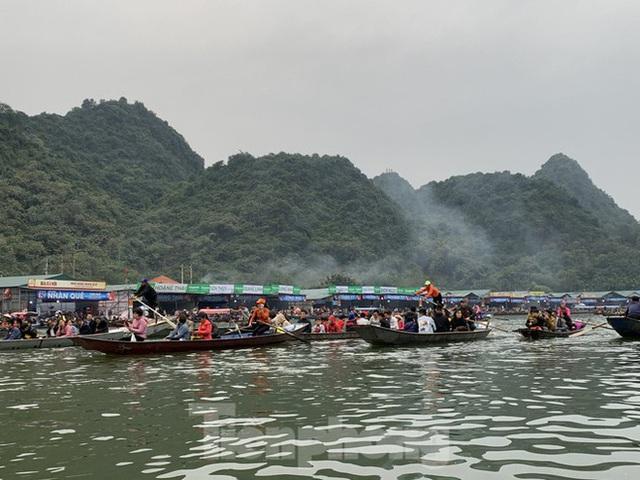 Lễ hội Chùa Hương: Tạm dừng hoạt động, cắt cử chốt chặn ở các ngả đường - Ảnh 1.