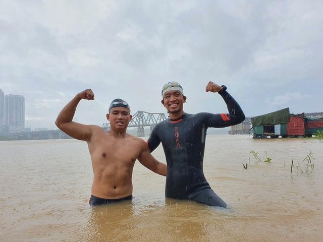Siêu kình ngư bơi từ cầu Long Biên đến biển Thái Bình: Tôi muốn bơi xuyên Việt 2800 km - Ảnh 1.