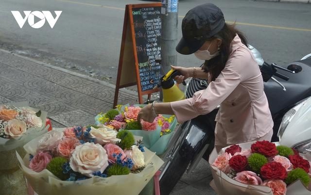 TP.HCM: Nhiều cửa hàng hoa đóng cửa dịp Valentine - Ảnh 1.