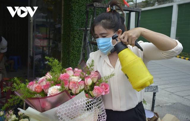 TP.HCM: Nhiều cửa hàng hoa đóng cửa dịp Valentine - Ảnh 2.