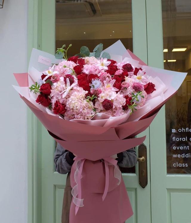 Xếp hàng dài mua quà, chi tiền triệu đặt tiệc Valentine - Ảnh 6.