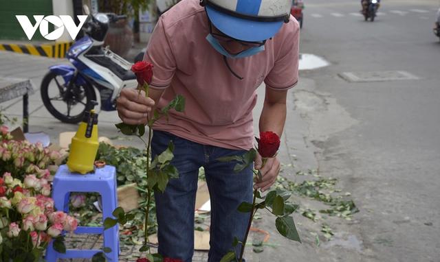 TP.HCM: Nhiều cửa hàng hoa đóng cửa dịp Valentine - Ảnh 7.