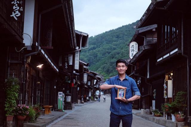 Chàng trai Việt mang di ảnh bố mẹ đi khắp nước Nhật lộ tài nấu nướng đẳng cấp: Đưa đồ ăn đơn giản lên 5 sao - Ảnh 2.