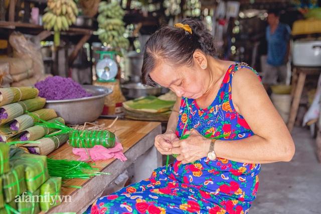 Chuyện nồi bánh tét lá cẩm do bà cụ 91 tuổi ở Cần Thơ sáng tạo, được báo nước ngoài liên tục ca ngợi, hơn 100 nơi làm theo mà vẫn không đâu sánh bằng nhờ nắm bí quyết gia truyền! - Ảnh 21.