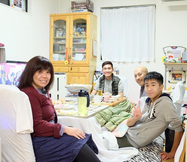 Chàng trai Việt mang di ảnh bố mẹ đi khắp nước Nhật lộ tài nấu nướng đẳng cấp: Đưa đồ ăn đơn giản lên 5 sao - Ảnh 22.