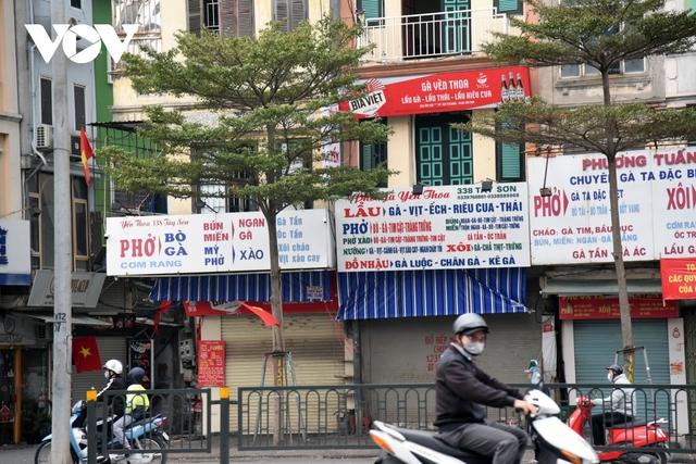 Một số quán ăn, quán cafe tại Hà Nội vẫn mở cửa bất chấp lệnh cấm  - Ảnh 2.