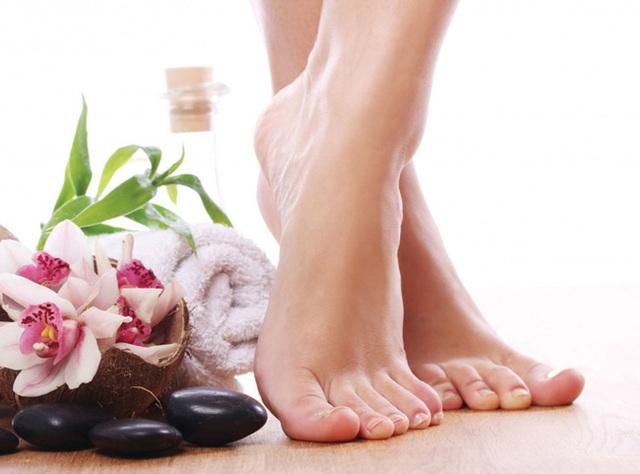 Động tác kiễng chân rất đơn giản, chỉ cần trì kiễng chân 3 phút mỗi ngày, cơ thể nhận 4 lợi ích này - Ảnh 1.