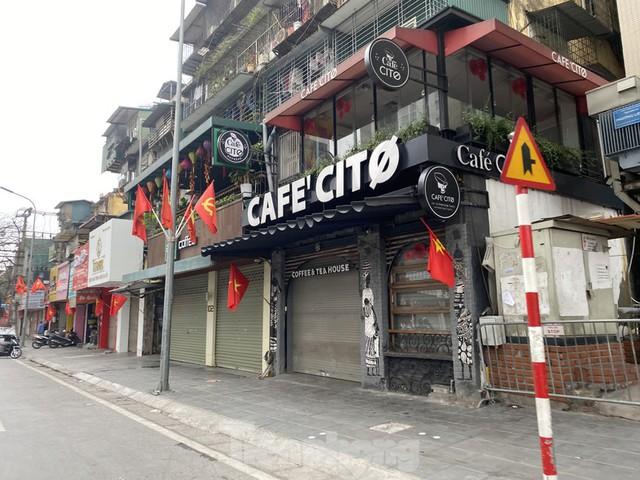Hàng quán ở Hà Nội sau chỉ thị đóng cửa phòng dịch COVID-19 - Ảnh 2.