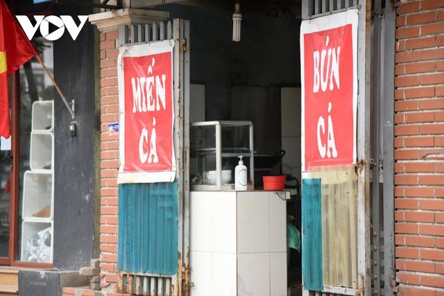 Một số quán ăn, quán cafe tại Hà Nội vẫn mở cửa bất chấp lệnh cấm  - Ảnh 13.