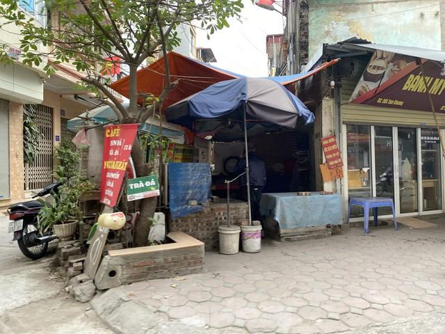 Hàng quán ở Hà Nội sau chỉ thị đóng cửa phòng dịch COVID-19 - Ảnh 3.