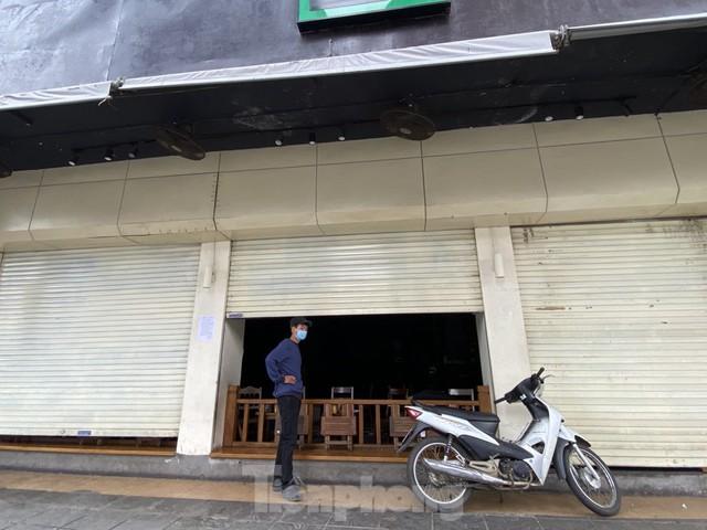 Hàng quán ở Hà Nội sau chỉ thị đóng cửa phòng dịch COVID-19 - Ảnh 4.