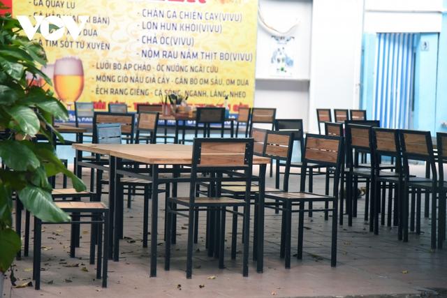 Một số quán ăn, quán cafe tại Hà Nội vẫn mở cửa bất chấp lệnh cấm  - Ảnh 5.