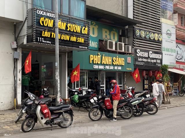 Hàng quán ở Hà Nội sau chỉ thị đóng cửa phòng dịch COVID-19 - Ảnh 5.